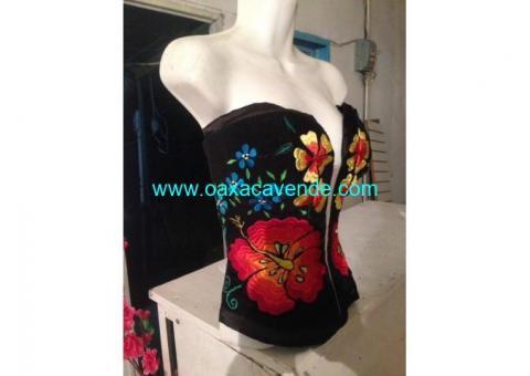 corsets artesanales con bordado típico