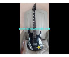 Guitarra Ibanez Gio, con Talí original y Amplificador Fender 10w.